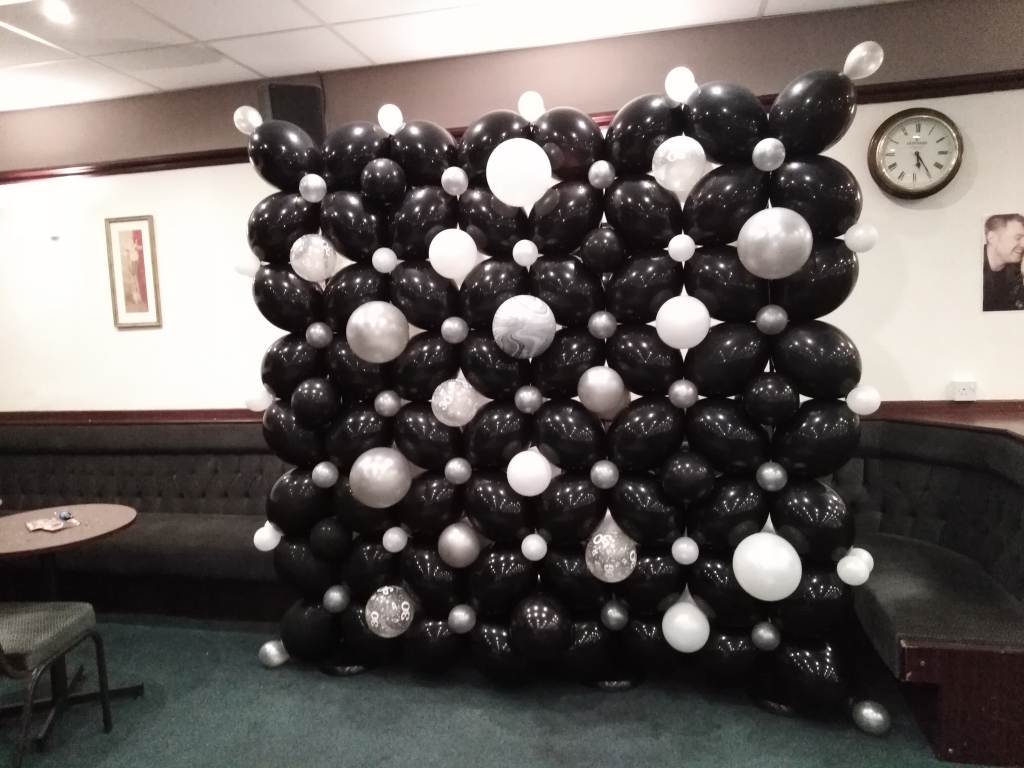30th balloons, balloon wall, balloon photo booth, marbelised balloons, speciality balloons, helium balloons, themed balloons, party balloons blackpool