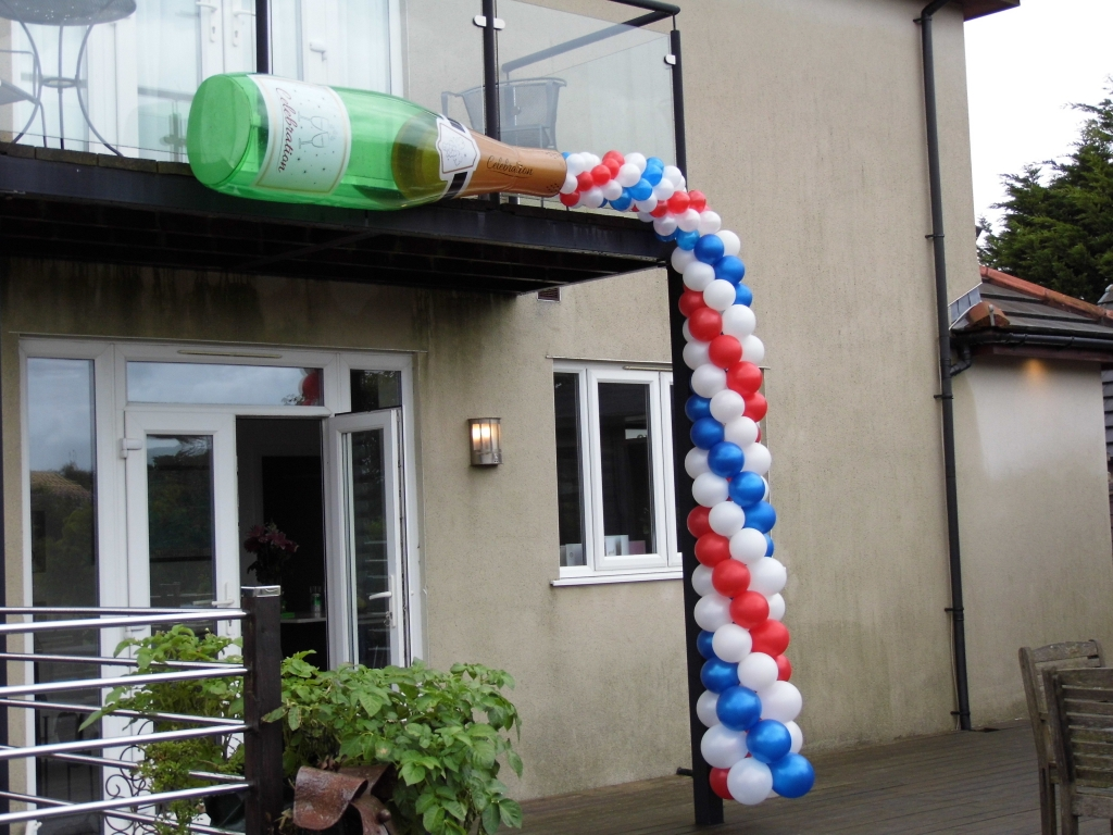 champagne bottle balloon arch, birthday party balloons, balloons blackpool, house party, balloon delivery blackpool, helium balloons blackpool