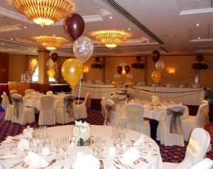 Wedding Balloons, Balloon Arch, helium balloons blackpool, wedding balloons blackpool, blown away balloons blackpool, letter balloons